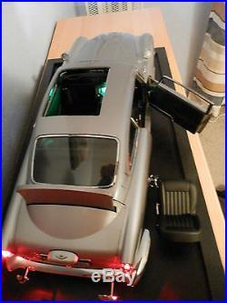James Bond 007 DB5 Aston Martin Scale 18 Classic Model Car 86 Parts Eaglemoss