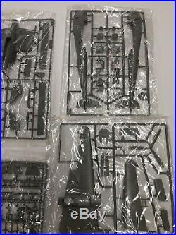 TRUMPETER 1/32 Scale Lockheed P-38 Lightning Model Kit Sealed Parts