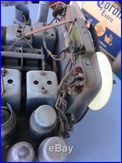VINTAGE ZENITH TOMBSTONE RADIO MODEL 10-S-130 Chassis. PARTS ITEM